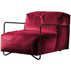 Je T'Attends Armchair in Magenta Velvet and Matte Black Metal