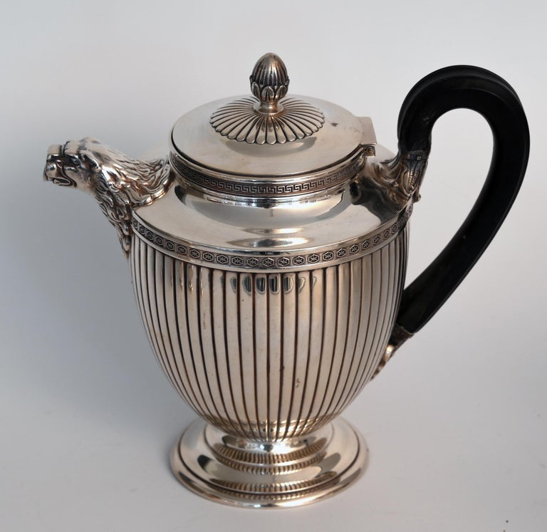 A timeless set for tea and coffee in neoclassical form in silver 950 with wood handle, from the maker Jean E. Puiforcat