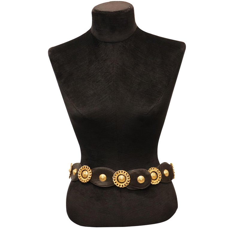 Jean L'Insolite Black Leather W/ Gold Accents Belt. From 1980s is in excellent condition   Measurements:   Longest Length - 31.6 inches Shortest length - 30.4 inches  Height - 2 inches