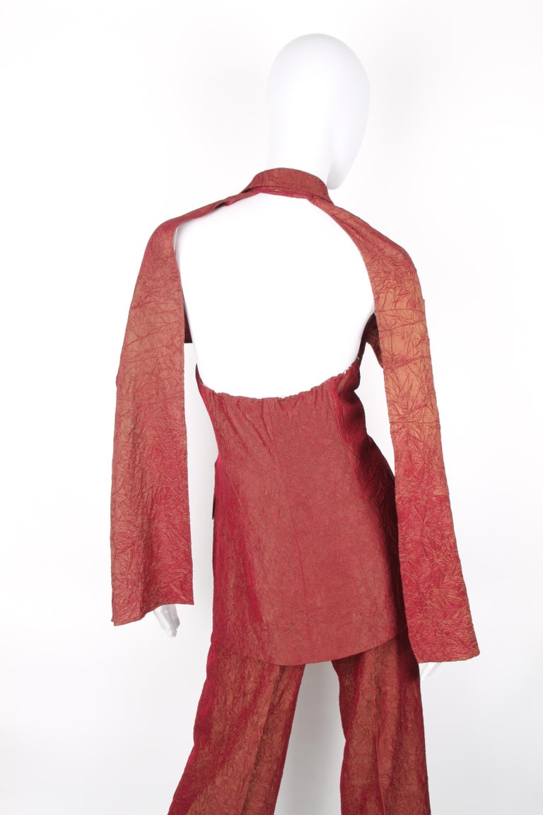 Jean Paul Gaultier backless two-piece suit in red iridescent crinkle rayon For Sale 5