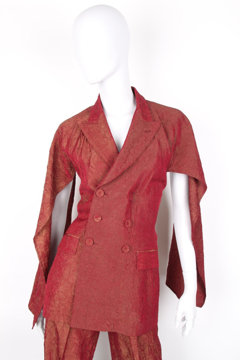 Jean Paul Gaultier backless two-piece suit in red iridescent crinkle rayon For Sale 3