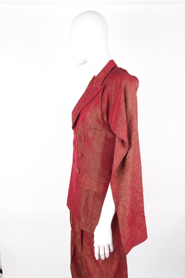 Jean Paul Gaultier backless two-piece suit in red iridescent crinkle rayon For Sale 4
