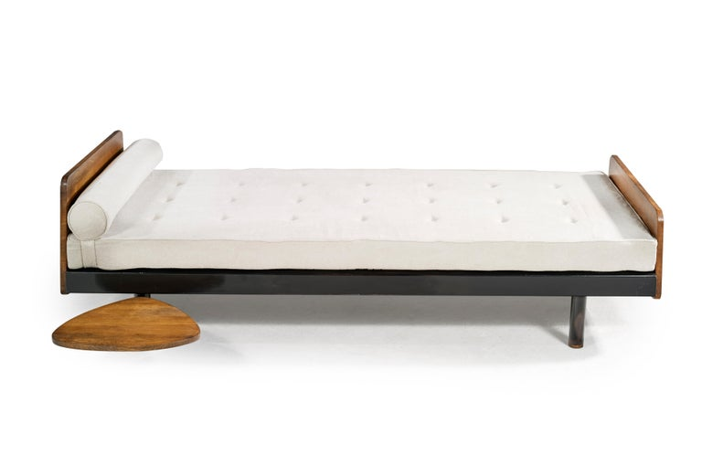 JeanProuvé (1901-1984) Rare bed mod. SCAL No. 452, circa 1950 Base and structure in folded sheet steel and black lacquered steel tubes, solid wood glides, Linen. Steph Simon Edition.  Bibliography:
