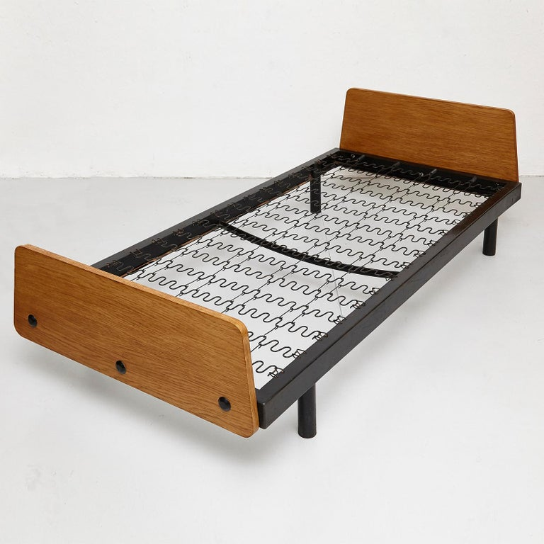 Jean Prouve Daybed in Black Metal and Wood, circa 1950 For Sale 11