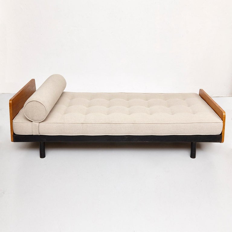 Jean Prouve Daybed in Black Metal and Wood, circa 1950 For Sale 1