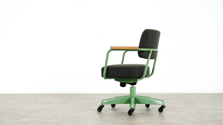 Jean Prouvé, Fauteuil Direction Pivotant 1951 Limited RAW Office Edit, Chair In Good Condition For Sale In Munster, NRW