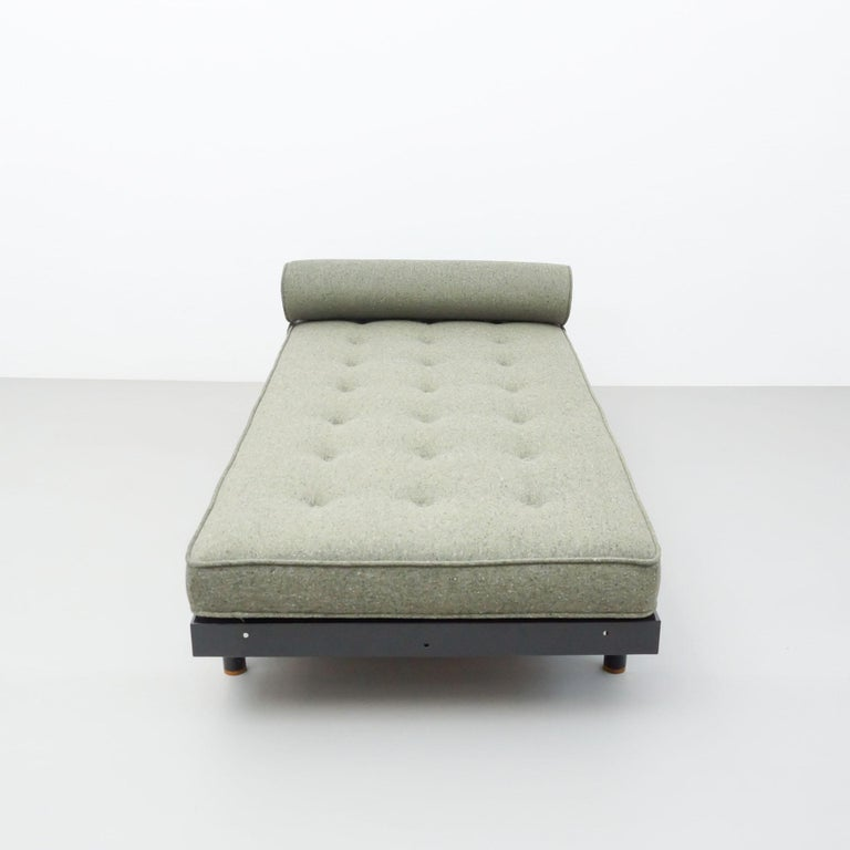 Jean Prouve Mid-Century Modern S.C.A.L. Daybed, circa 1950 In Good Condition For Sale In Barcelona, Barcelona