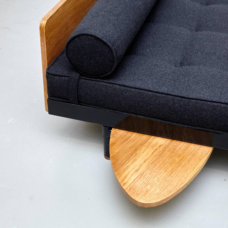 Jean Prouve Mid Century Modern Metal Black SCAL French Daybed, circa 1950 In Good Condition For Sale In Barcelona, Barcelona
