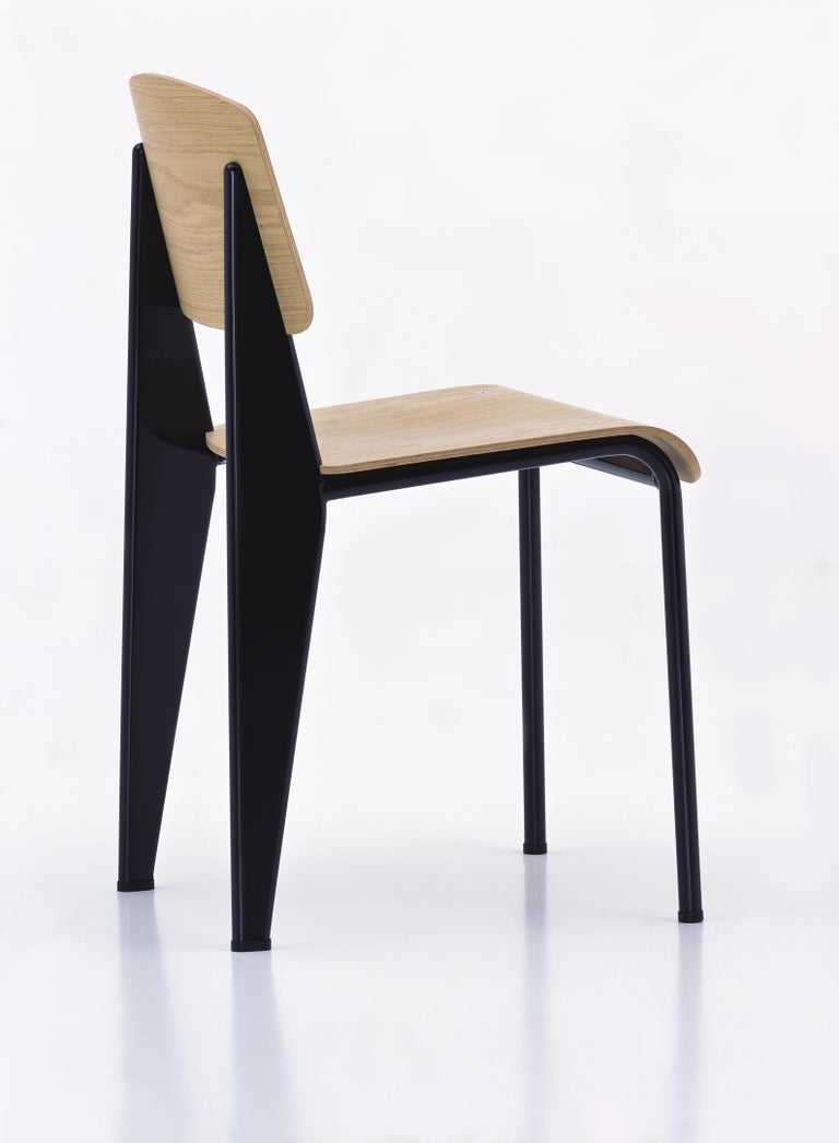 Jean Prouvé standard chair in natural oak and black metal for Vitra. The standard chair is an early masterpiece by the French designer and engineer Jean Prouvé. Originally designed in 1934, the Standard evolved into one of the most famous classics