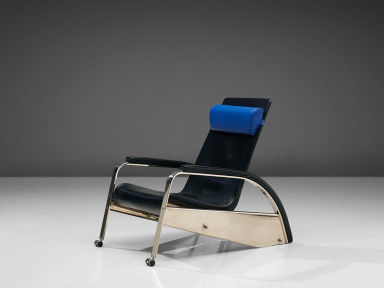 Jean Prouvé, easy chair for Tecta, in leather and chrome, France, 1980.  Sleek, stylish and modern. Of this rare chair designed by Jean Prouvé, only 100 pieces were produced. In the 1980s this chair went into reproduction by Tecta. The chair is