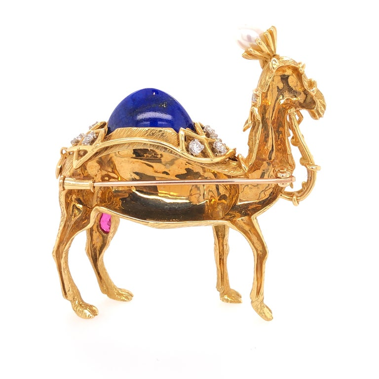 Jean Schlumberger for Tiffany & Co. Yellow Gold Camel Pin In Good Condition For Sale In Dallas, TX