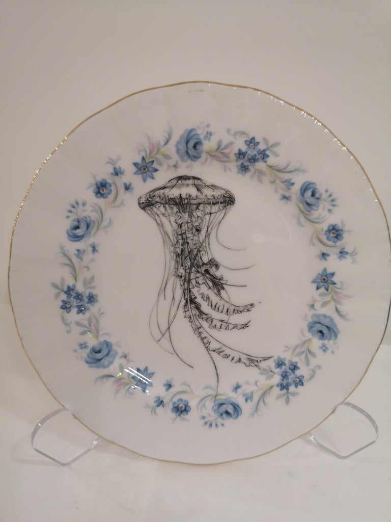 A nice super cool draw of a jellyfish is printed on this vintage side plate with golden border originally marked S.C. Richard. You can enjoy it in everyday use but remeber to wash it by hand.