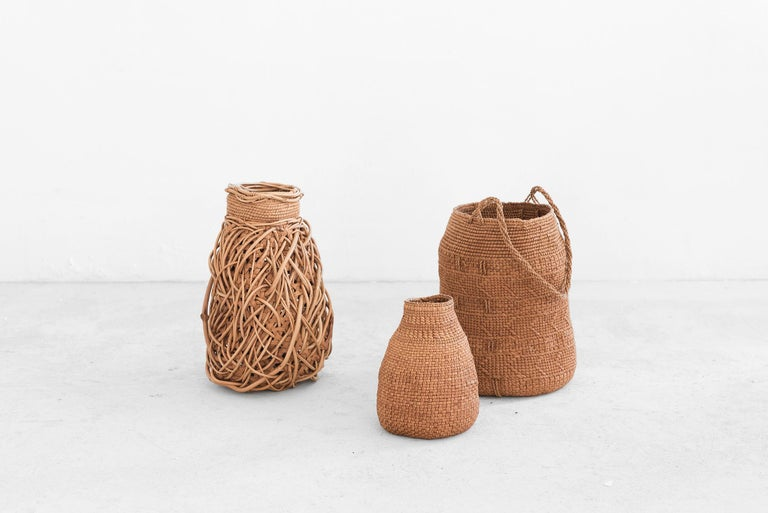 Jennifer Zurick UNTITLED #719 Willow bark Measurements: 16 cm x 16 cm x 24h cm (6,29 in x 6,29in x 9,44h in)  Manufactured by Jennifer Zurick Produced in exclusive for SIDE GALLERY Kentucky (USA), 2019 Several materials.