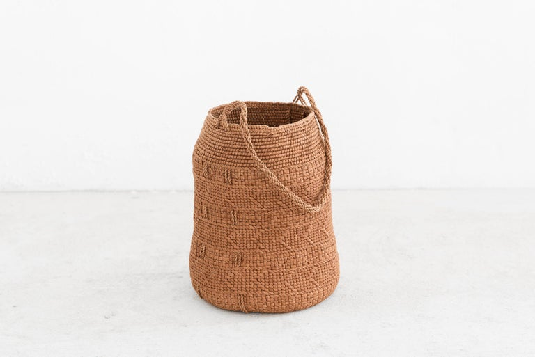 Jennifer Zurick UNTITLED #719, Basket, Willow Bark, American Contemporary Crafts In New Condition For Sale In Barcelona, ES