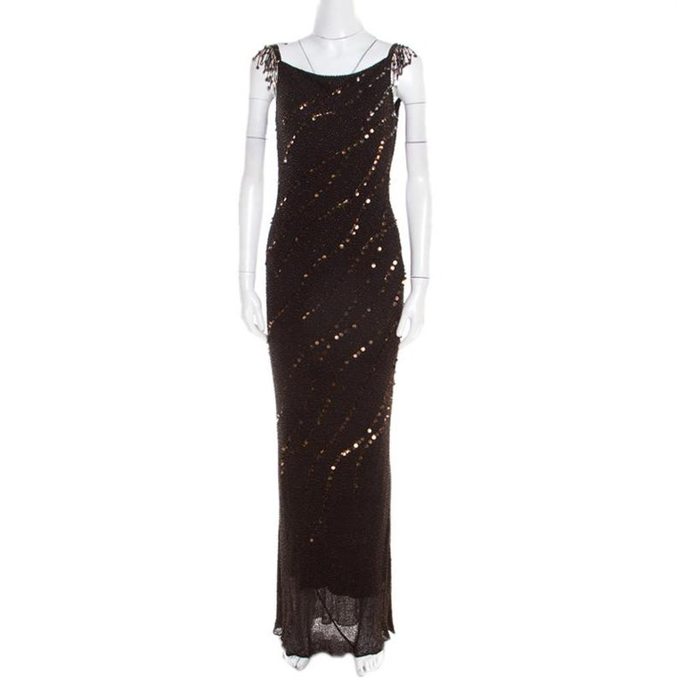 Add a touch of glam to your closet with this immensely gorgeous creation by Jenny Packham. Tailored with silk, the gown has beaded detailing all over and a zip closure to provide you with a comfortable fit. The sheer bottom hem highlights the