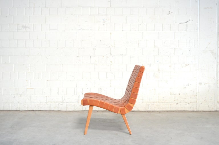 The Chair is designed by Jens Risom in the year 1941.It was produced by Knoll International for the US market. In Germany this Chair was produced under the model Vostra by Walter Knoll.This is an old Chair from Walter Knoll with new leather