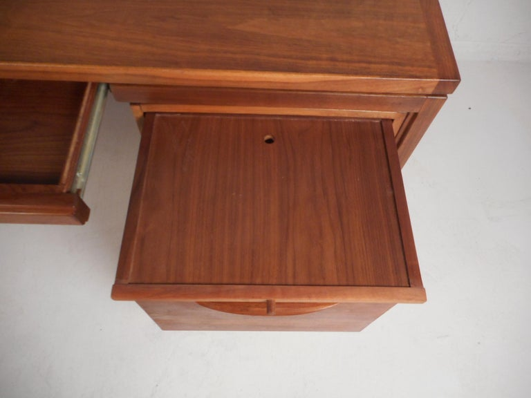 Jens Risom Executive Desk with a Finished Back For Sale 3