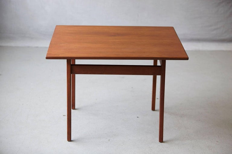 Jens Risom Floating Square Walnut Coffee Table In Excellent Condition For Sale In Westport, CT