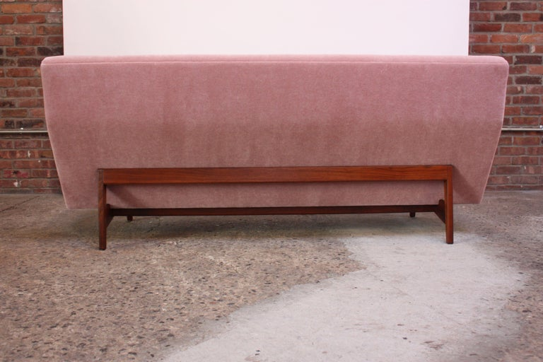 Jens Risom Floating Three-Seat Armless Sofa in Walnut and Mohair For Sale 5