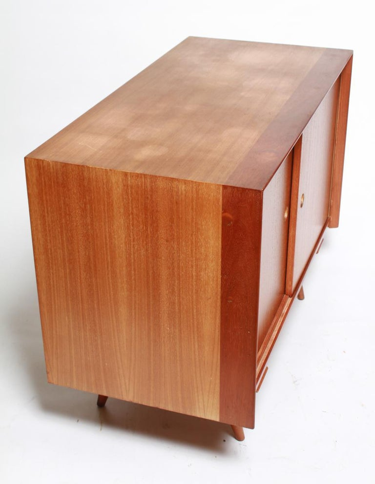 Jens Risom Mid-Century Modern Credenza or Cabinet In Good Condition For Sale In New York, NY