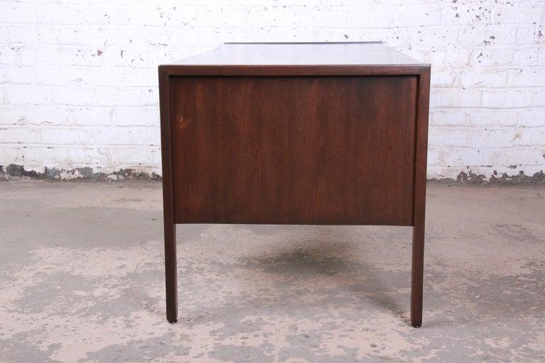 Jens Risom Mid-Century Modern Walnut Executive Desk, 1960s For Sale 5