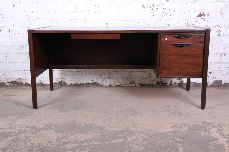 American Jens Risom Mid-Century Modern Walnut Executive Desk, 1960s For Sale