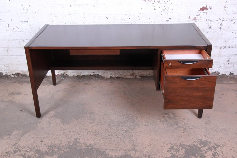 Jens Risom Mid-Century Modern Walnut Executive Desk, 1960s For Sale 1