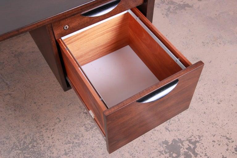 Jens Risom Mid-Century Modern Walnut Executive Desk, 1960s For Sale 2