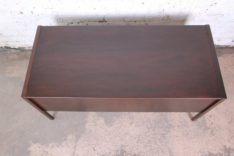 Jens Risom Mid-Century Modern Walnut Executive Desk, 1960s For Sale 4