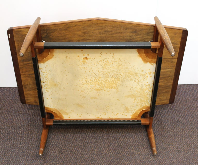 Jens Risom Mid-Century Modern Walnut and Leather Coffee Table For Sale 10