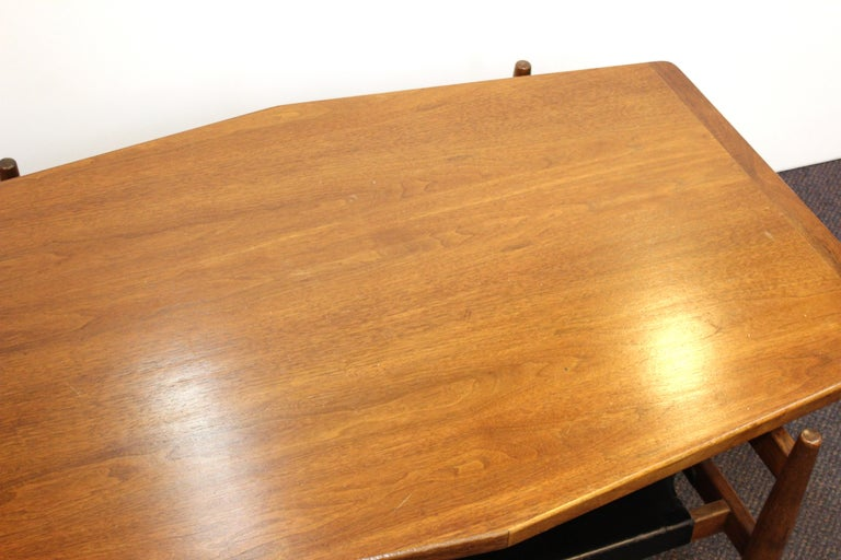 Jens Risom Mid-Century Modern Walnut and Leather Coffee Table In Good Condition For Sale In New York, NY
