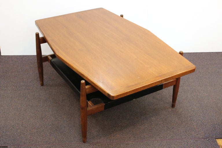 Mid-20th Century Jens Risom Mid-Century Modern Walnut and Leather Coffee Table For Sale