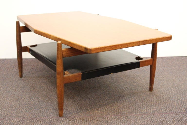 Jens Risom Mid-Century Modern Walnut and Leather Coffee Table For Sale 1