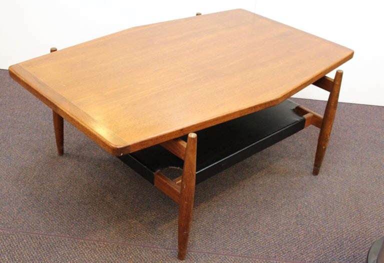 Jens Risom Mid-Century Modern Walnut and Leather Coffee Table For Sale 3