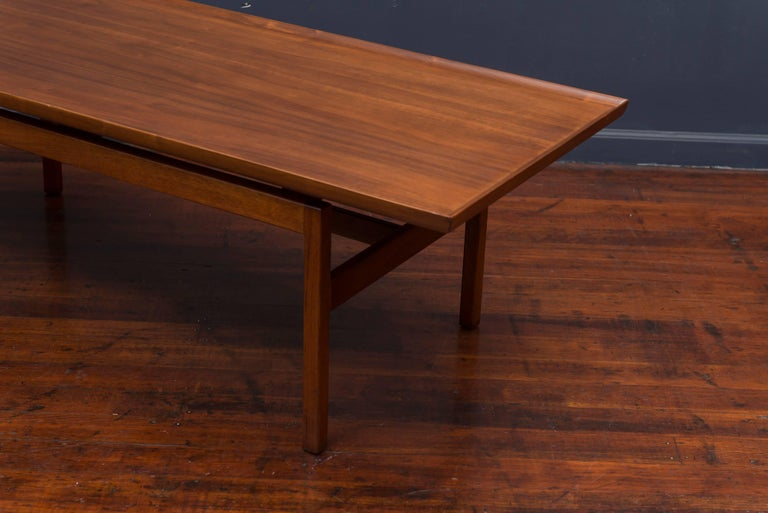 Jens Risom Mid Century Walnut Coffee Table In Excellent Condition For Sale In San Francisco, CA