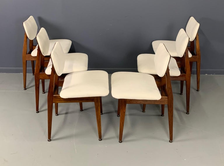 Jens Risom Midcentury Walnut Dining Chairs, a Set of Six For Sale 4