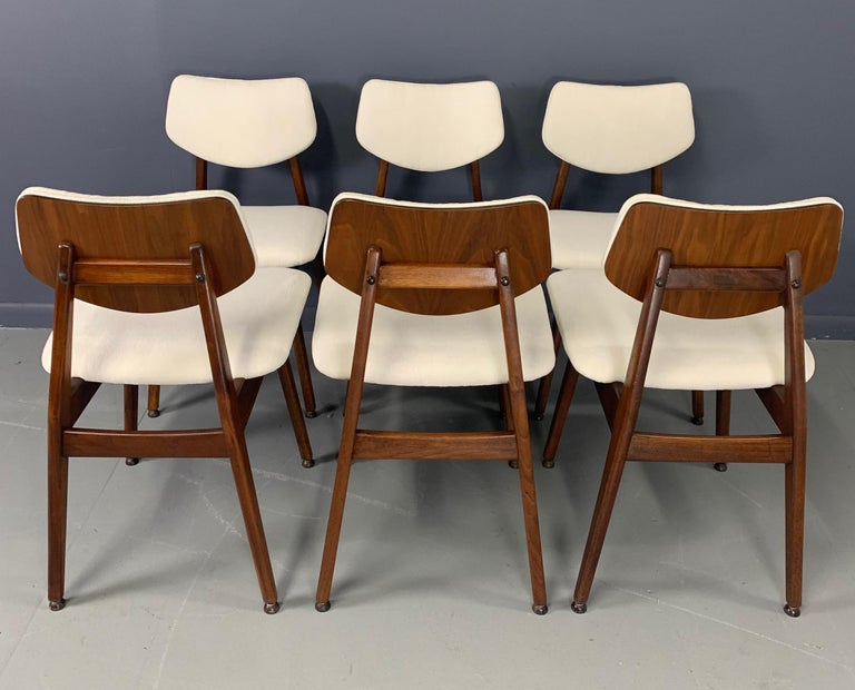 Jens Risom Midcentury Walnut Dining Chairs, a Set of Six For Sale 6