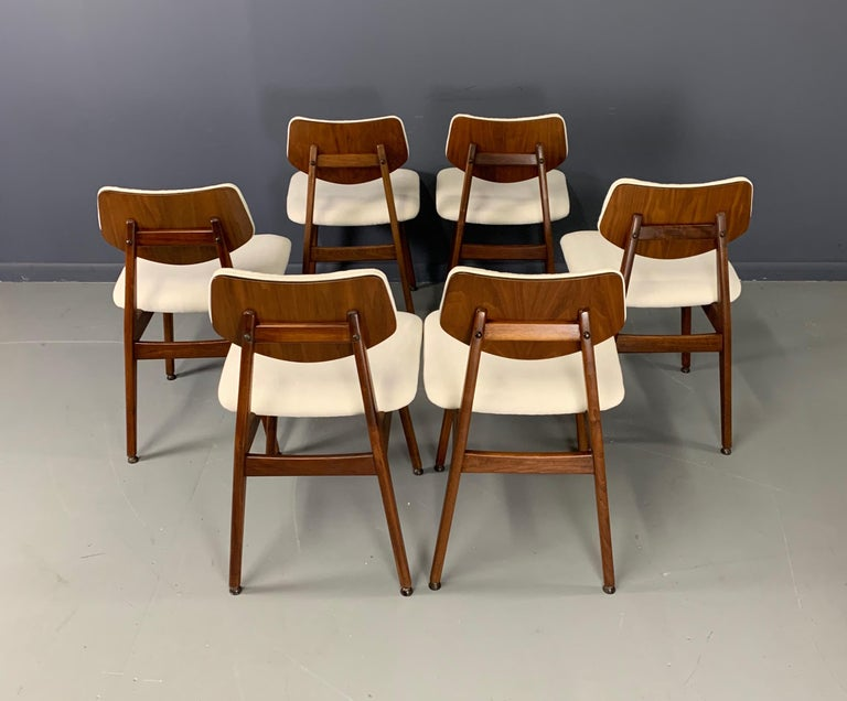 20th Century Jens Risom Midcentury Walnut Dining Chairs, a Set of Six For Sale