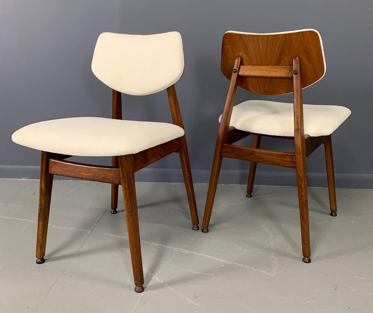 Jens Risom Midcentury Walnut Dining Chairs, a Set of Six For Sale 1
