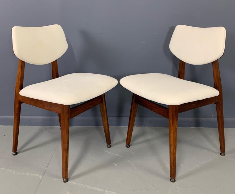 Jens Risom Midcentury Walnut Dining Chairs, a Set of Six For Sale 3