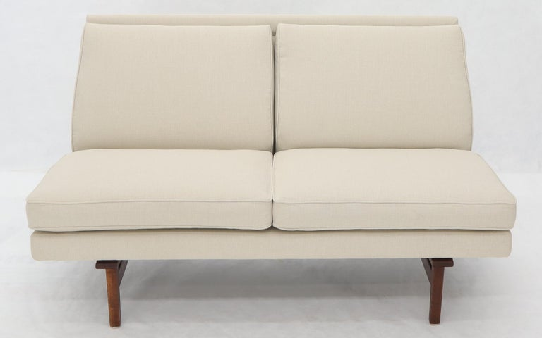 Jens Risom New Canval like Upholstery Loveseat Sofa by Jens Risom In Excellent Condition For Sale In Rockaway, NJ