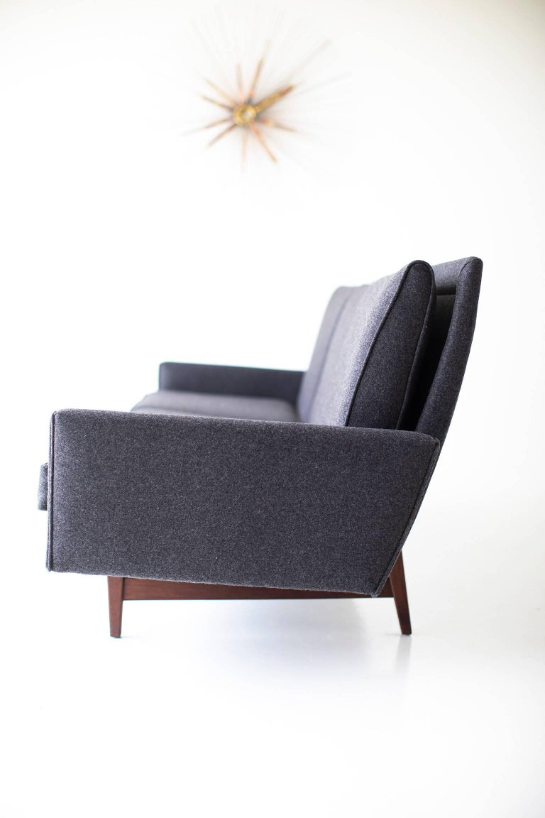 Jens Risom Sofa for Risom Design Inc In Excellent Condition For Sale In Oak Harbor, OH