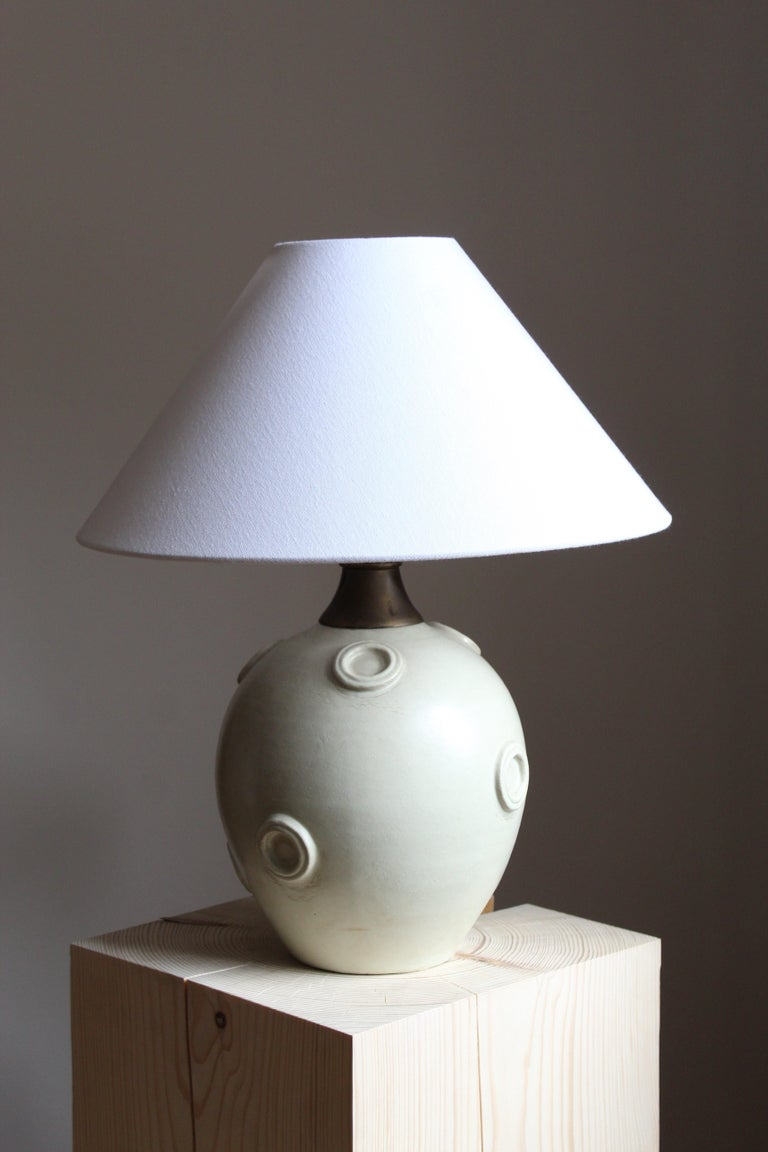 A large modernist table lamp designed by Jerk Werkmäster. Produced by Nittsjö, Sweden, 1930s. Stamped.
