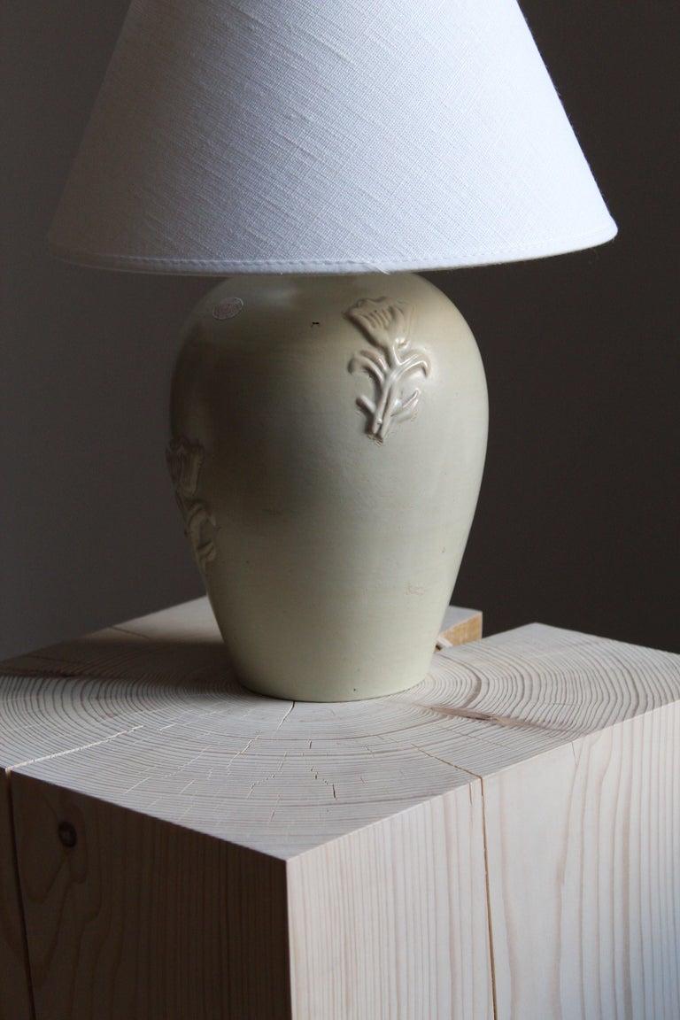 Scandinavian Modern Jerk Werkmäster, Table Lamp, Glazed Stoneware, Linen, Nittsjö, Sweden, 1930s For Sale
