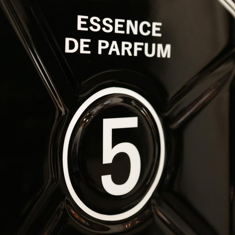 Jerrican Chanel N°5 Black Art Piece in Limited Edition For Sale 1