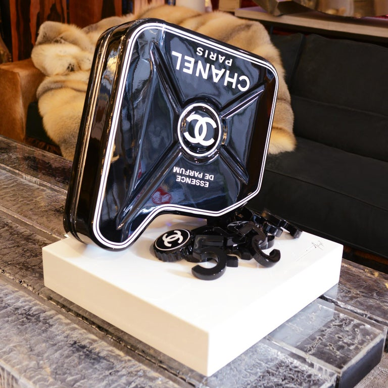 Jerrican Chanel N°5 Black Sculpture on Base Art Piece in Limited Edition In New Condition For Sale In Paris, FR