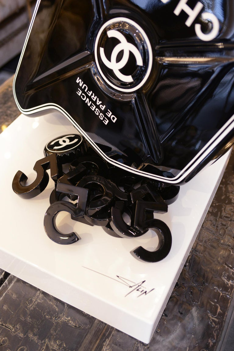 Jerrican Chanel N°5 Black Sculpture on Base Art Piece in Limited Edition For Sale 4