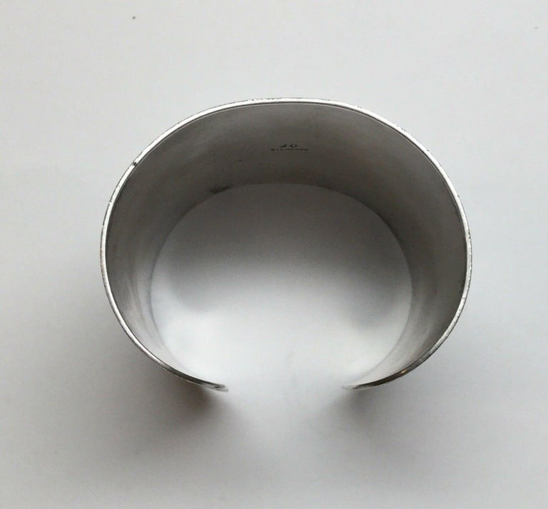 Jesse Claw Navajo Sterling Silver Textured Aztec Design Cuff Bracelet In Good Condition For Sale In New Milford, CT
