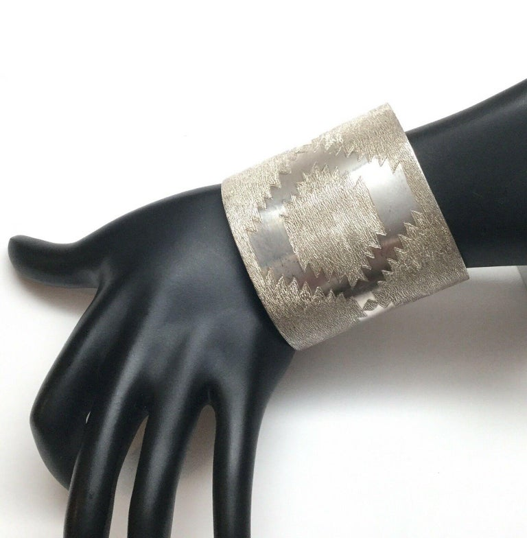 Jesse Claw Navajo Sterling Silver Textured Aztec Design Cuff Bracelet For Sale 2