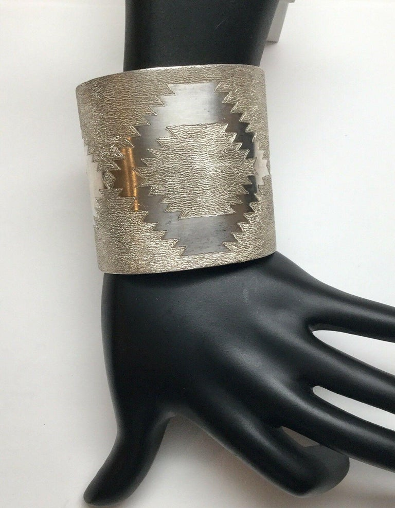 Jesse Claw Navajo Sterling Silver Textured Aztec Design Cuff Bracelet For Sale 3